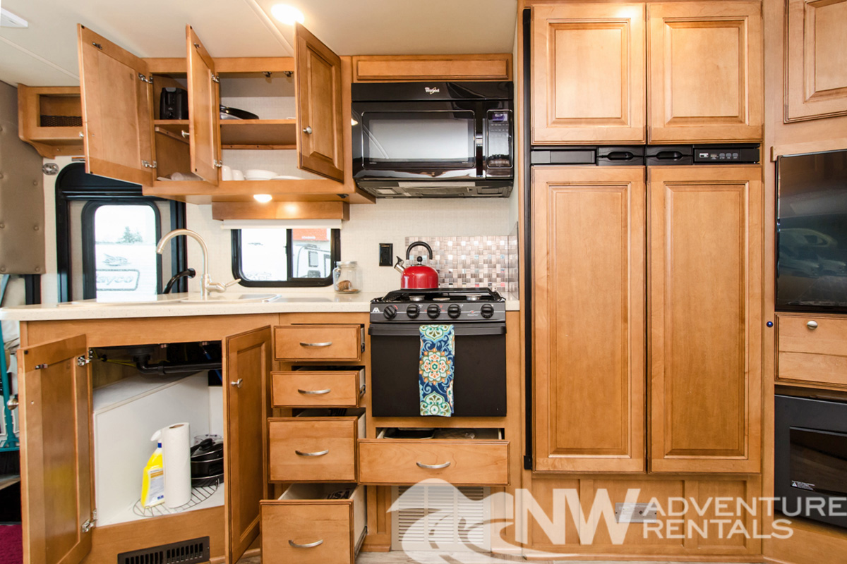 NW Adventure Rentals - 2017 Itasca Kitchen