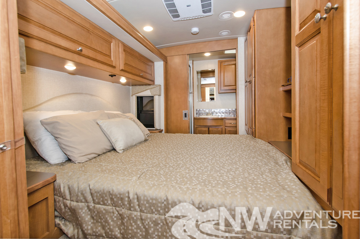 NW Adventure Rentals - 2017 Itasca Queen Bed
