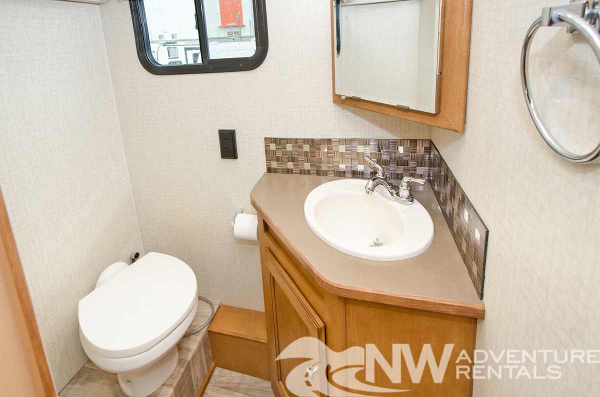 NW Adventure Rentals - 2017 Itasca Bathroom