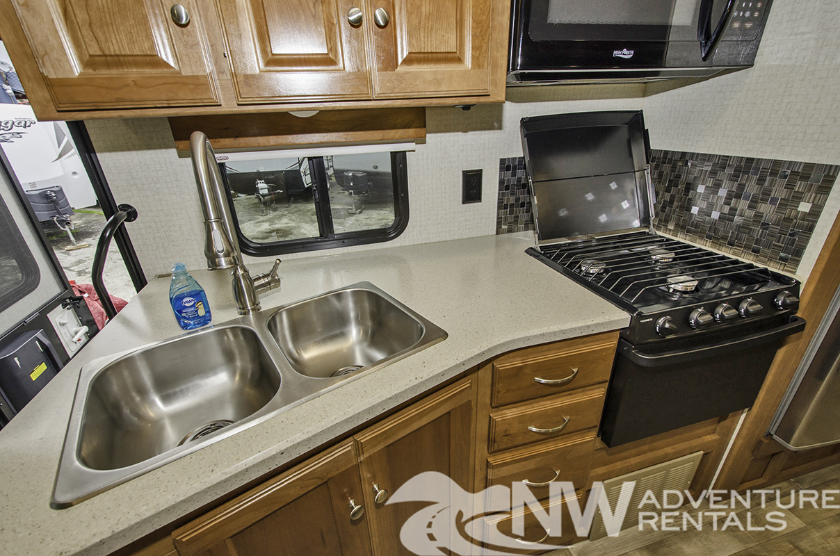 NW Adventure Rentals - 2018 Sunstar Kitchen Full