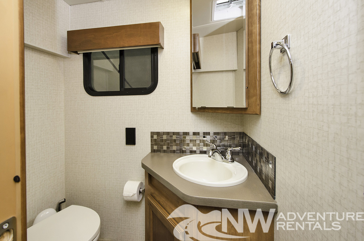 NW Adventure Rentals - 2018 Sunstar Bathroom