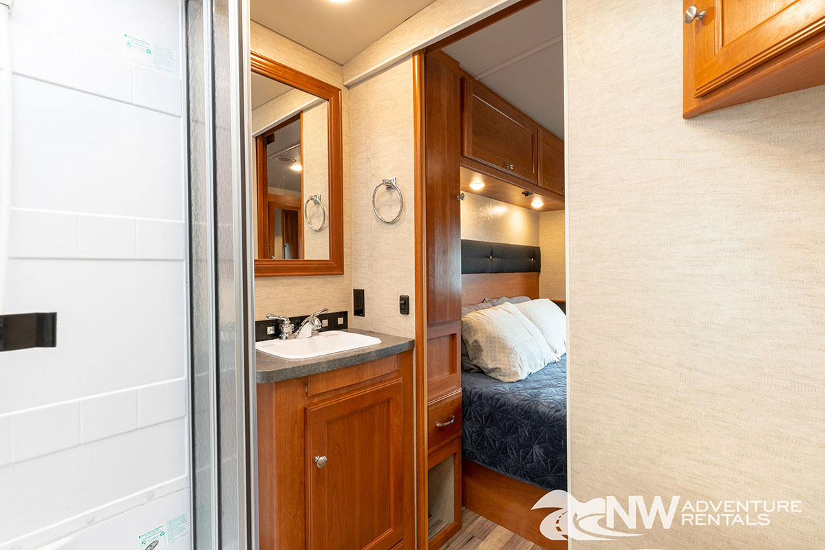 NW Adventure Rentals - 2018 Vista Bathroom