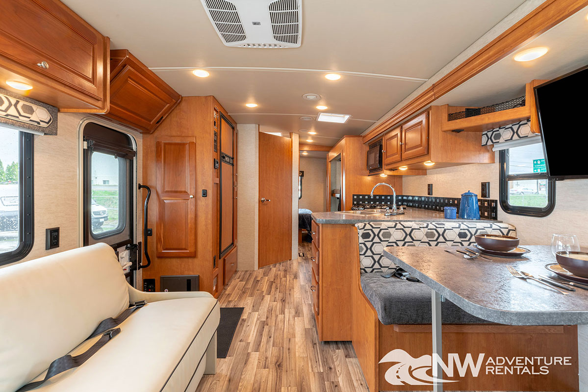 NW Adventure Rentals - 2018 Vista interior